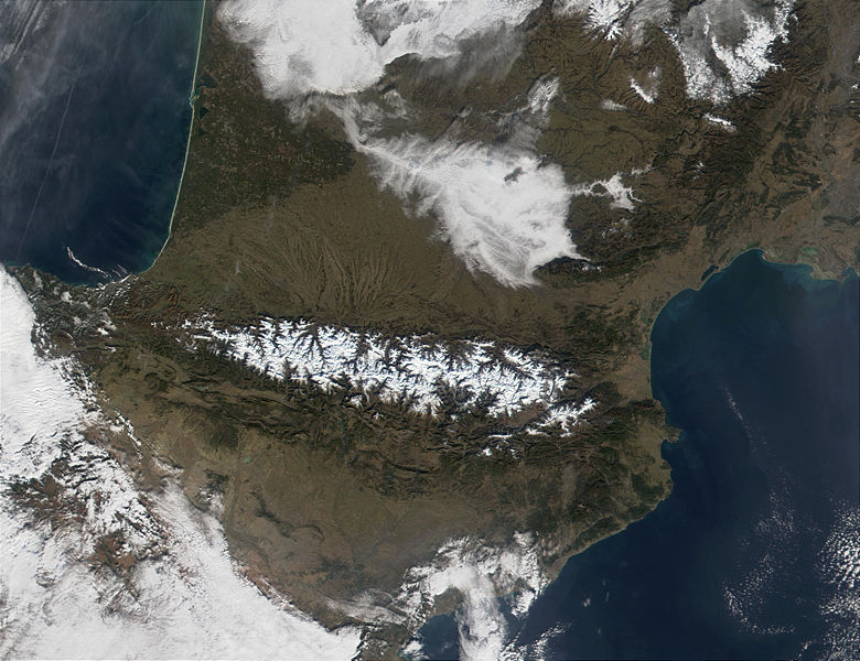 http://cs.wikipedia.org/wiki/Soubor:Pyrenees_Mountains_view_from_satellite.jpg